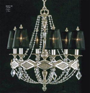 lámpara clásica de bronce con pantallas de seda en color negro. Vestida con cristal Asfour
